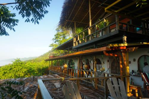 Lookout Inn Beach Rain-forest Eco Lodge Photo