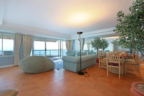 Clifton Athena by Totalstay Photo