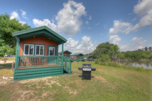 Lake Conroe Queen Studio Cabin 6 Photo