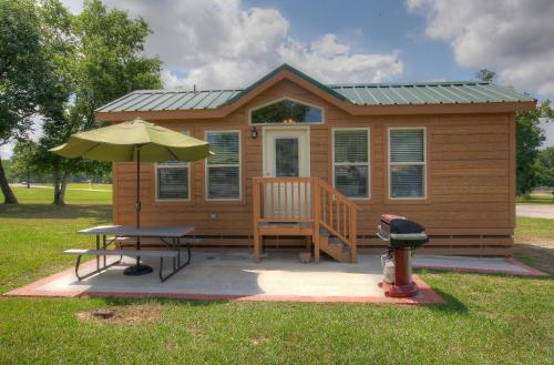 Lake Conroe Two-Bedroom Cabin 14 Photo