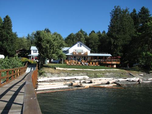 Heriot Bay Inn Photo