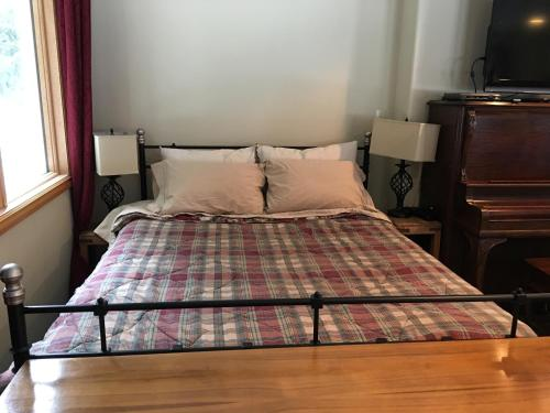 Whistler 2 Queen Beds and Kitchen Photo