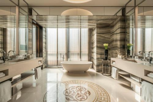 Four Seasons Hotel Dubai International Financial Centre photo 18