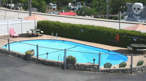 Town and Country Motel Photo