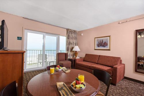 Reges Oceanfront Resort Photo