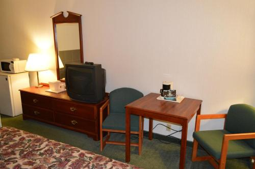 All Seasons Hotel and Conference Center - Houghton Lake, MI 49603