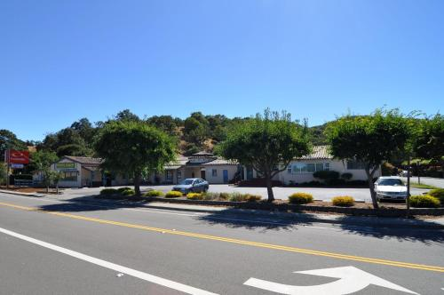 Econo Lodge Inn and Suites Novato