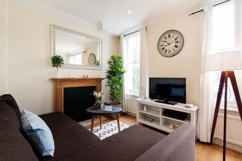 FG Property - Earl's Court, Kempsford Gardens, Flat 4 photo 2
