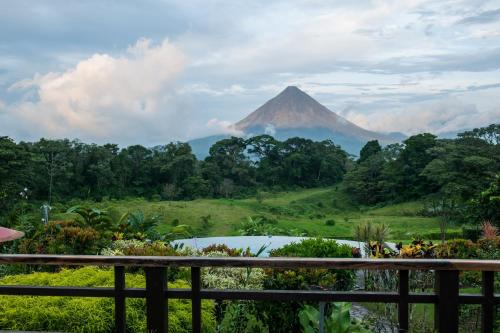 Hotel Arenal Lodge Photo