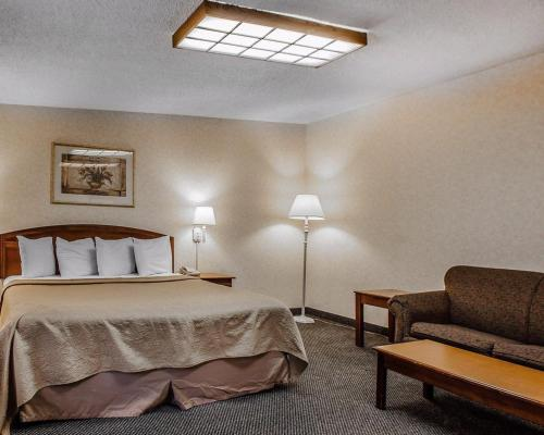 Rodeway Inn Conference Center Montgomeryville Photo