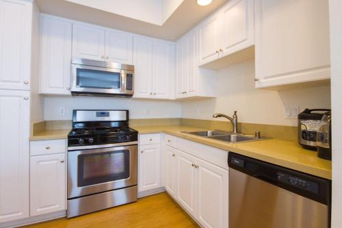 Irvine Apartment - Irvine, CA 96218
