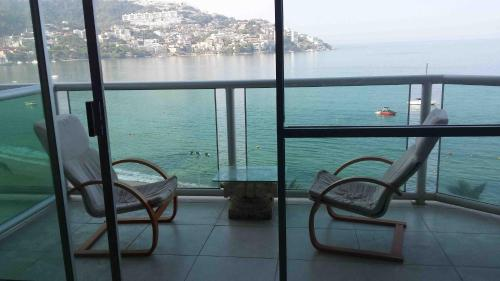 Acapulco Beach Condo – Oceanfront Photo