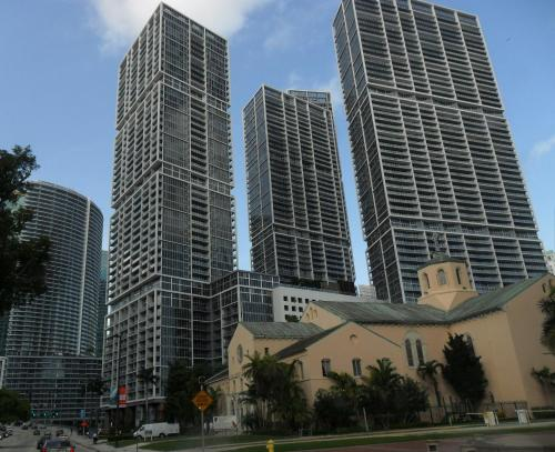 Executive Suites by Weichert at Icon Brickell Photo