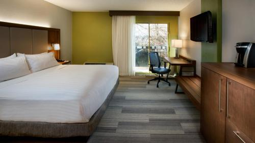 Holiday Inn Express Nashville Airport Photo