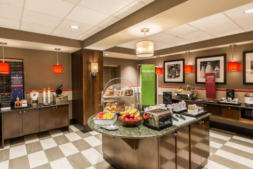 Hampton Inn & Suites Columbus Polaris Photo