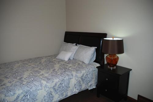 Accommodation by the Bow River - Calgary, AB T2C 5G4