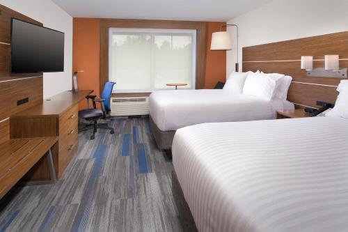 Holiday Inn Express & Suites Altoona Photo
