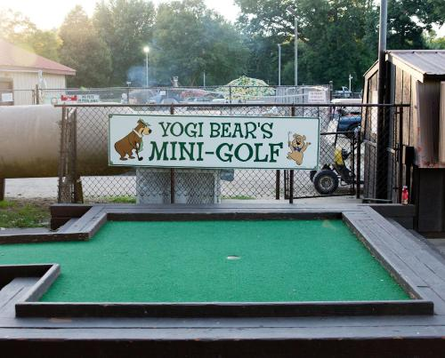 O'Connell's Yogi Bear Screened Park Model 18 Photo