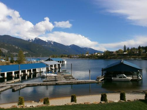 Kaslo Bay Marina Ridge Condos Photo