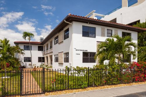Miami Whitehouse Apartments Photo