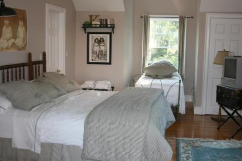 Josephine's on the Bay Bed and Breakfast Photo
