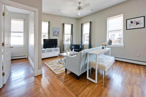 Two-Bedroom Apartment Tremont Street Photo