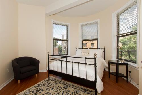 Three-Bedroom Apartment N Lincoln Ave