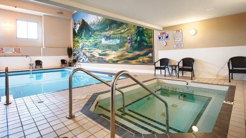 Best Western Plus Prestige Inn Radium Hot Springs Photo