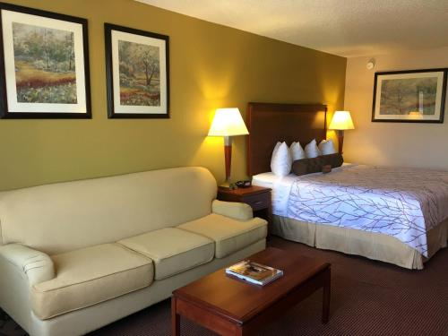 Best Western Plus Executive Inn Photo
