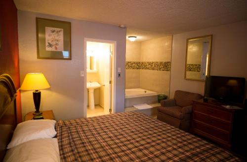 Scottish Inn and Suites Photo