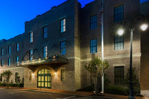 Residence Inn Savannah Downtown Historic District Photo