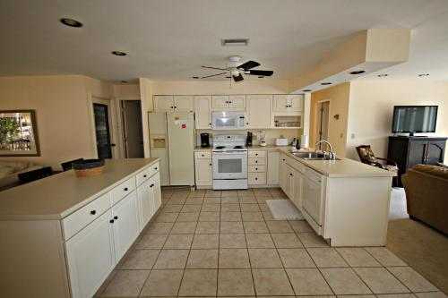 Shell Mound Boulevard Apartment Photo