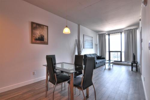 One-Bedroom Apartments Downtown Montreal Photo