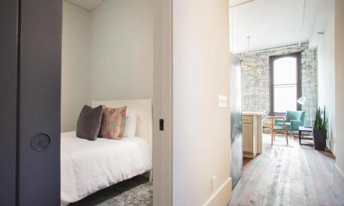 The Grant - One-Bedroom Broughton Street 205A Photo