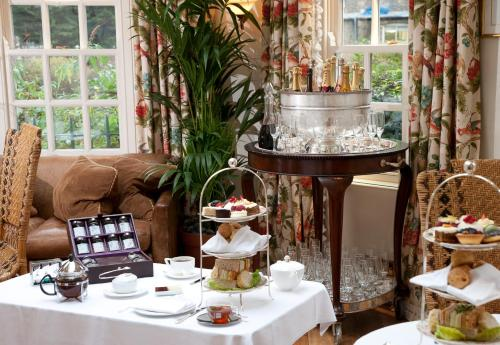 The Montague On The Gardens booking