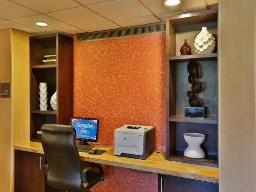 Hampton Inn Chicago-Naperville Photo