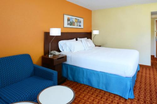 Fairfield Inn and Suites by Marriott Winston Salem/Hanes Photo