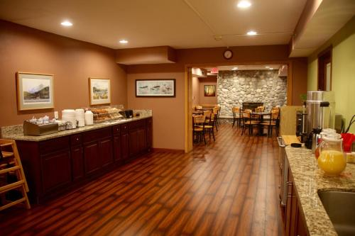 Americas Best Value Inn Executive Suite Airport Anchorage Photo