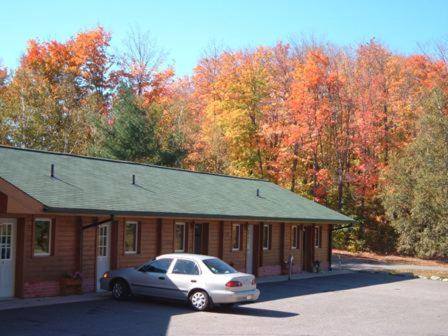 Quiet Bay Log Motel and Café Photo