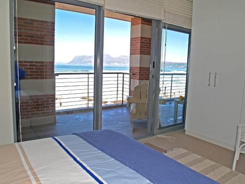 Whale Watchers Luxury Self-catering Accommodation @ Muizenberg Beach Photo