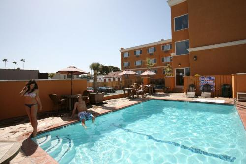 BEST WESTERN PLUS Newport Beach Inn Photo