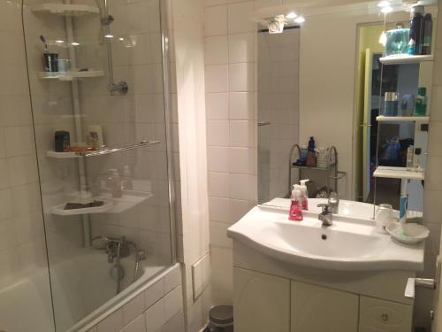 Spacious 1BR with balcony - Paris - booking - hébergement