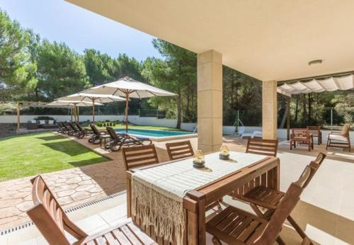 Four-Bedroom Apartment in Mallorca with Pool XX - фото 0