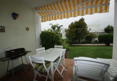 Two-Bedroom Apartment in Nueva andalucia with Pool I - фото 0