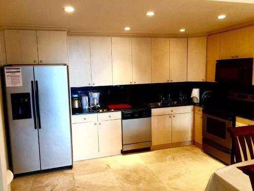 Collins Avenue Apartment Photo