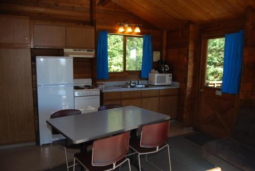 La Conner Camping Resort Deluxe Cabin 6 Photo