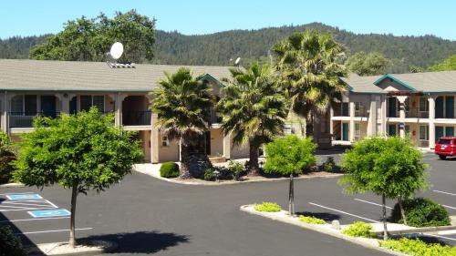 Cloverdale Wine Country Inn & Suites Photo