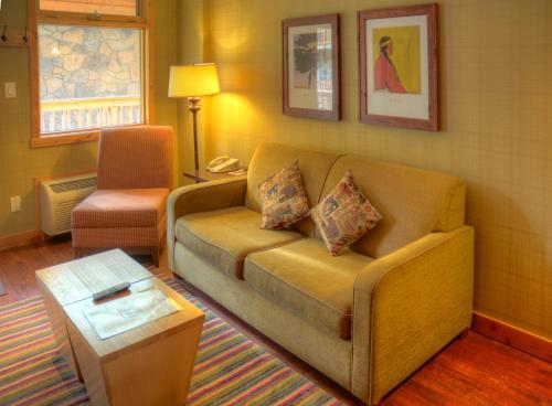 Fox Hotel and Suites Photo