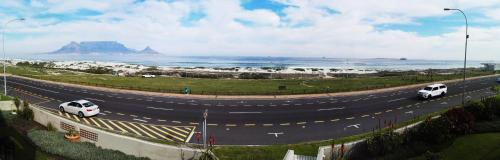 Cape Town Beachfront Accommodation in Blouberg Photo