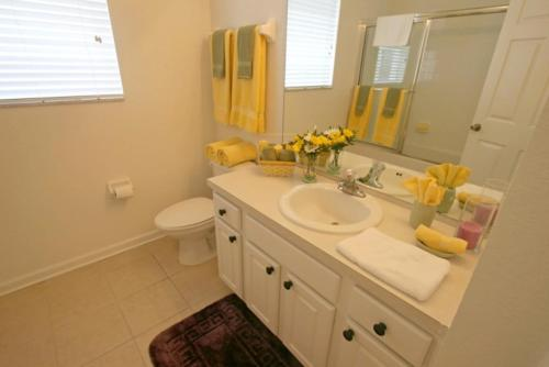 Dinville Street Holiday Home - 6061 Photo